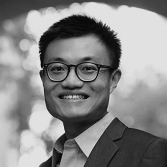 Black and White portrait of David Yang smiling.
