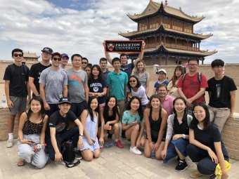 Global Sem students on the great wall